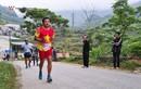 """Ông Đoàn Ngọc Hải như siêu nhân, vừa chạy xe lại """"nuốt"""" 42km marathon"""