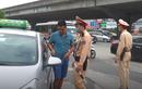 Video: CSGT tổng kiểm soát, dừng xe kiểm tra giấy tờ diễn ra thế nào?