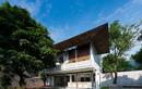 Khám phá ngôi nhà đương đại giao hòa với thiên nhiên