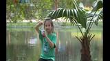 Bé gái biến thành hotgirl sau khi uống nước tăng lực