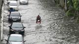 Đường phố Bangkok biến thành sông do mưa lớn kỷ lục