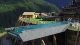 Chiêm ngưỡng bể bơi cao 12 m đáng sợ nhất thế giới