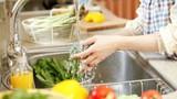 Sai lầm khi rửa rau tưởng sạch hóa rước bệnh vào người