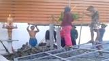 Clip nhóm thợ xây nhà theo phong cách bá đạo