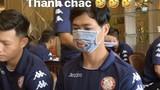 Trước đại dịch Corona, dàn cầu thủ Việt kín mít bịt khẩu trang