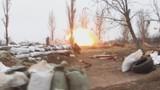 Lính Ukraine nháo nhác chạy khi xe bọc thép BMP-2 trúng pháo