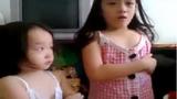 Chảy nước mắt với em bé cãi nhau tay đôi với bố