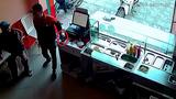 Vạch trần mánh khóe trộm điện thoại ngay trước mặt người khác