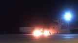 Xe container bốc cháy ngùn ngụt tại bãi đỗ xe gần cây xăng