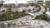 """Giao thông TPHCM tắc nghẽn vì """"vỡ trận"""" quy hoạch taxi"""