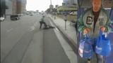 Cụ ông 65 tuổi bị đánh đập, cướp xe đạp giữa đường