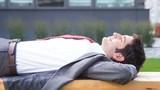 Tư thế ngủ trưa giúp bạn lấy lại phong độ