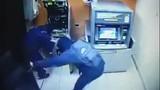 Clip sửng sốt với nhóm trộm tiền ATM trong chưa đầy 1 phút
