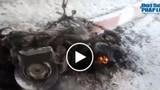 Xe máy Attila bất ngờ cháy ngùn ngụt trên đường