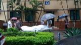 Thực hư chuyện che túi nilon cho bệnh nhân tại bệnh viện Việt Đức