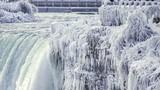 Video: Cảnh tượng tuyệt đẹp thác nước đóng băng ở Bắc Mỹ