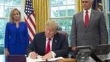 Ông Trump nhượng bộ dư luận, chấm dứt chia cắt gia đình ở biên giới