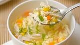 Video: Xì xụp súp gà ngô non ngọt ngon, nóng hổi ngày gió mùa