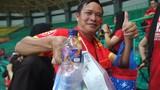 Video: Học tập người Nhật, CĐV Việt Nam nhặt rác sau trận thắng Bahrain