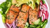 Video: Salad cá hồi 'chuẩn healthy' cho bữa ăn nhanh gọn
