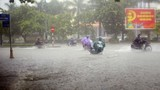 Mưa lớn diện rộng khắp miền Trung, Hà Nội rét đậm