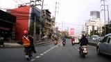 Video: Bốc đầu xe máy giữa phố, nam thanh niên nhận cái kết đắng