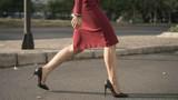 Bí quyết đi giày cao gót du xuân cả ngày mà không bị đau chân