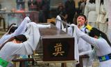 Những nghề nghe tên kỳ quặc nhưng hốt bạc ở Trung Quốc