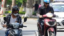 Mức phạt cho người sử dụng điện thoại khi đang lái xe máy