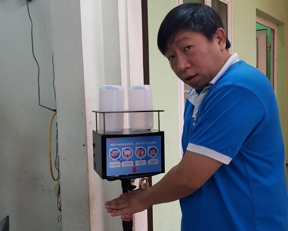 """TS. Nguyen Phan Kien: Che tao san pham chong dich COVID-19 """"dat nhu tom tuoi"""