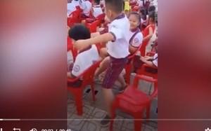 Video: Màn nhảy múa cực 'phê' của nam sinh phía dưới sân khấu