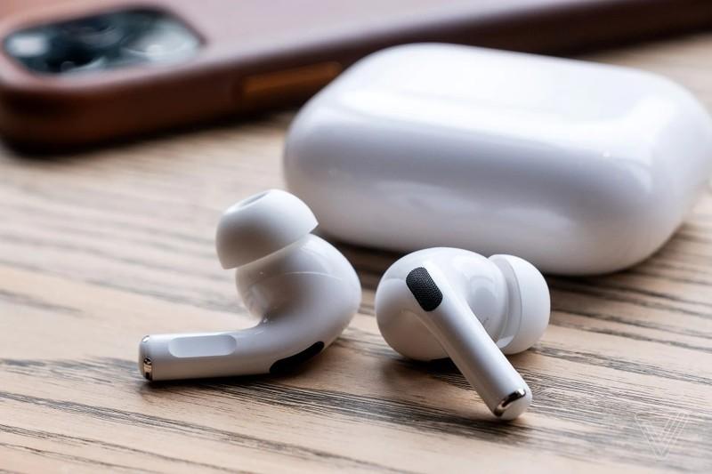 Cửa hàng điện thoại hưởng lợi nhờ Apple bỏ củ sạc iPhone