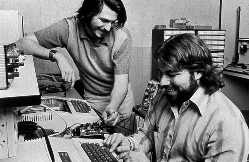 Những dấu mốc lịch sử không thể nào quên của ông lớn Apple