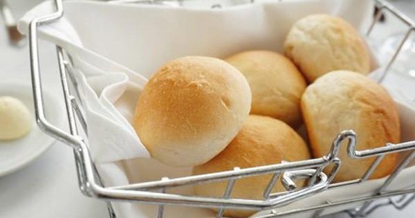 Vì sao nhiều nhà hàng thường tặng bánh mì miễn phí cho khách?
