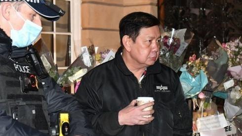 Chan dung Dai su Myanmar o Anh bi nhot ngoai cua van phong-Hinh-4