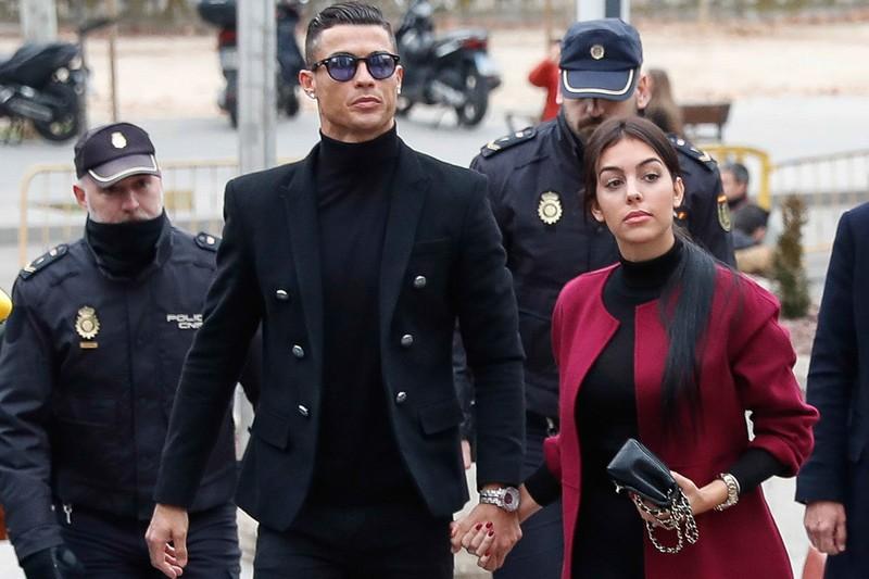 Ronaldo thua kien bao Duc ve toi tron thue