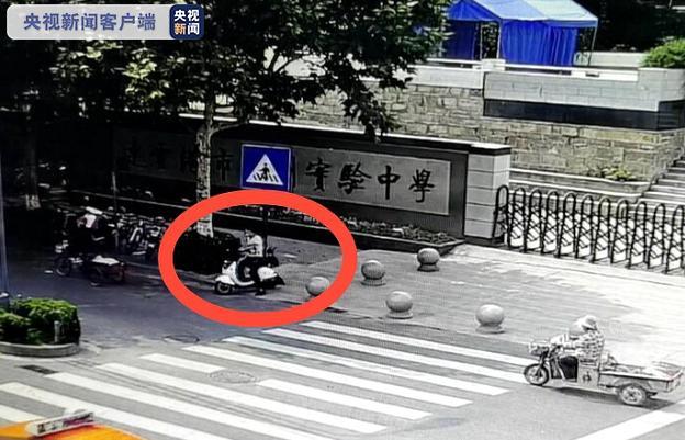 Lay trom xe duoc canh sat khen, cau chuyen dang sau roi nuoc mat-Hinh-2
