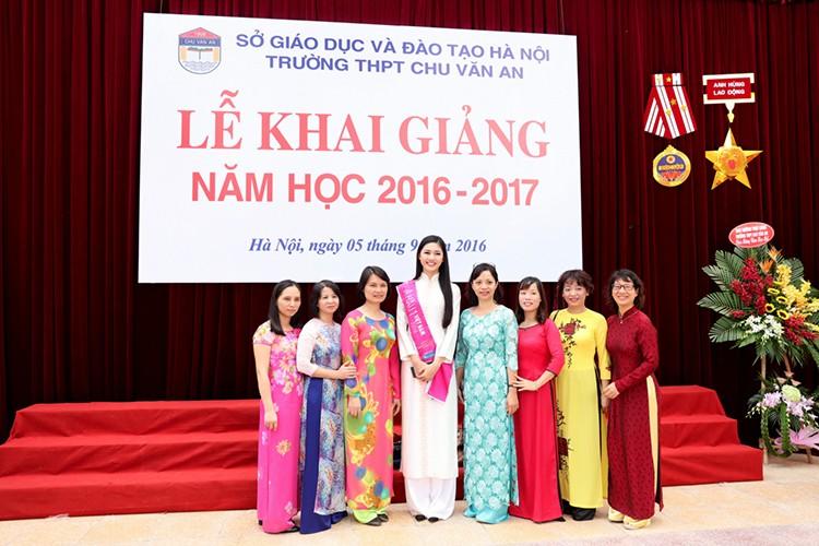 A hau Thanh Tu bi vay kin khi ve tham truong cu-Hinh-10