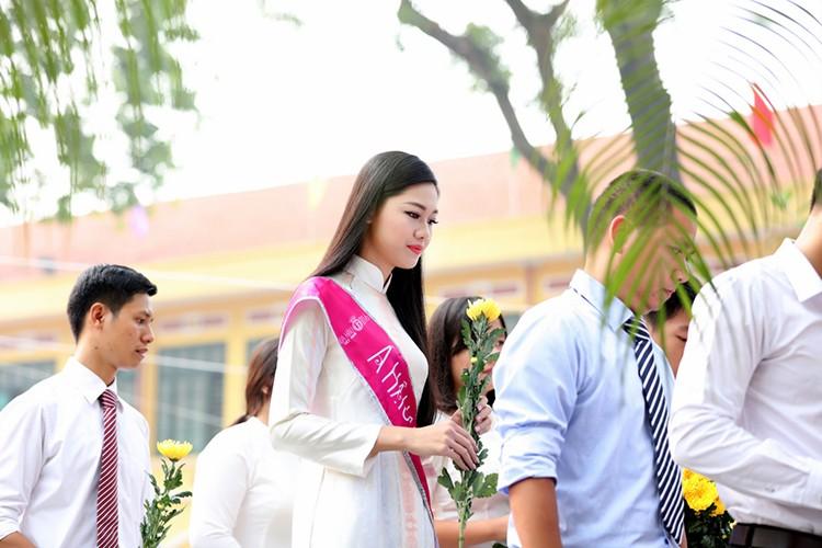 A hau Thanh Tu bi vay kin khi ve tham truong cu-Hinh-5
