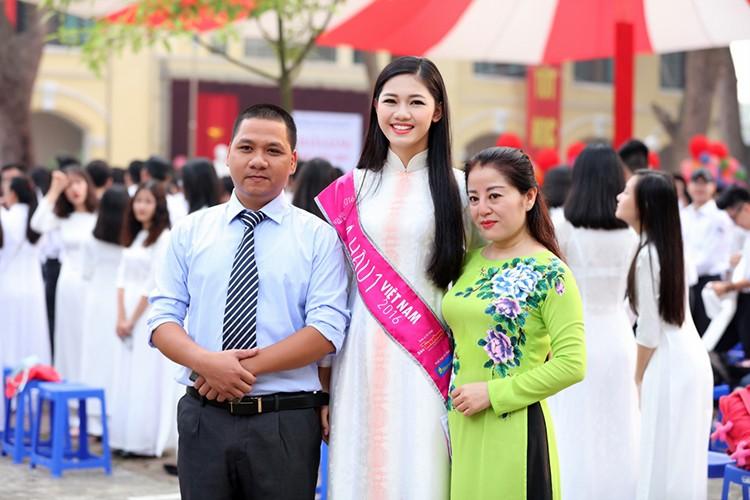 A hau Thanh Tu bi vay kin khi ve tham truong cu-Hinh-6