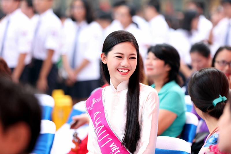 A hau Thanh Tu bi vay kin khi ve tham truong cu-Hinh-7