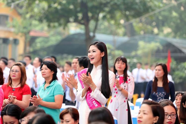 A hau Thanh Tu bi vay kin khi ve tham truong cu-Hinh-9