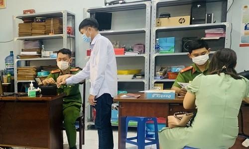 Can cuoc cong dan co gan chip lieu co kha nang dinh vi, theo doi nguoi dung?