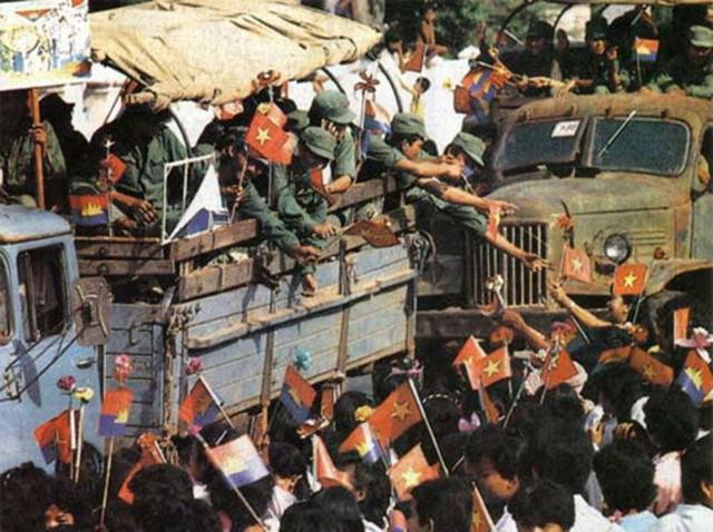 Phat ngon cua ong Ly Hien Long: The gioi no Viet Nam loi xin loi ve van de Campuchia-Hinh-5