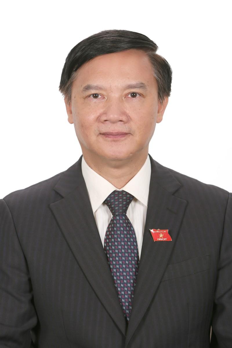 Chan dung Pho Chu tich Quoc hoi Nguyen Khac Dinh