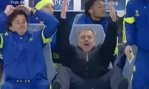 Mourinho cuoi mia mai khi trong tai khong thoi phat den