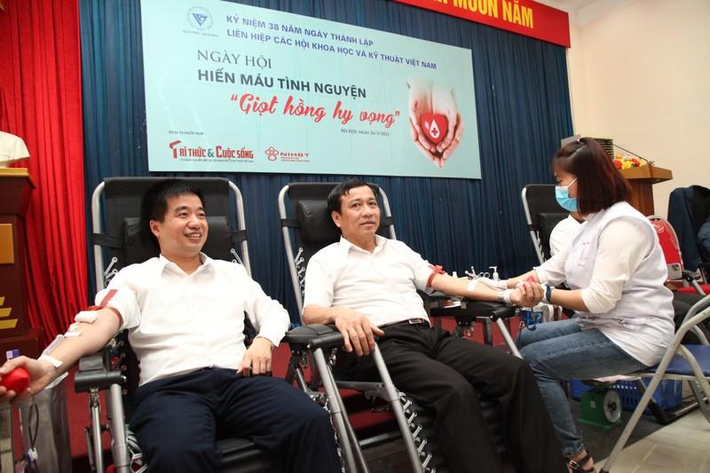 "Chu tich Phan Xuan Dung phat dong ngay hoi Hien mau tinh nguyen ""Giot hong hy vong""-Hinh-11"