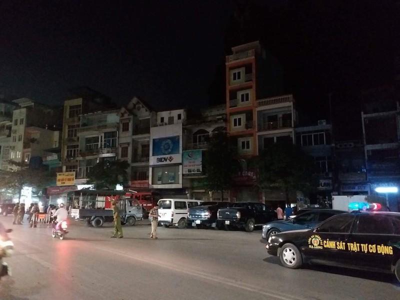 Quang Ninh: Nui Bai Tho chay lon, yeu cau nguoi dan so tan-Hinh-4