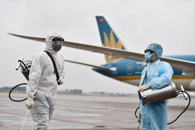 Tiep vien Vietnam Airlines mac COVID-19: Vi pham quy che... sa thai?
