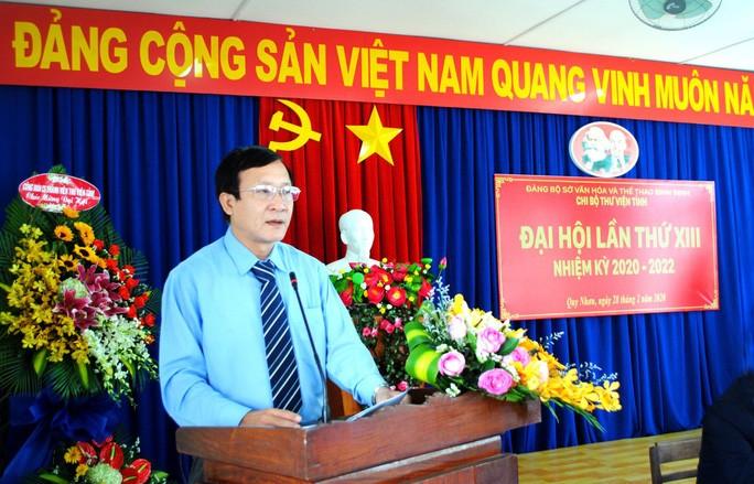 "Giam doc So VHTT Binh Dinh bi giang ho doa: Can bo ""dung sau""…vi pham gi?"